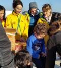 在北希臘塞薩洛尼基幫助難民與街友