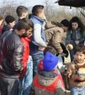 在馬其頓援助並慰問難民
